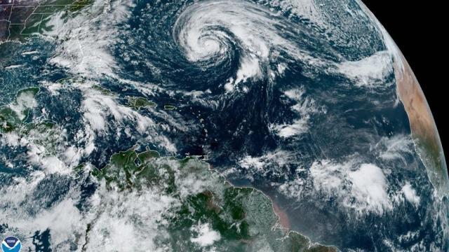 Huracán-Epsilon-podría-intensificarse-cerca-de-Bermudas