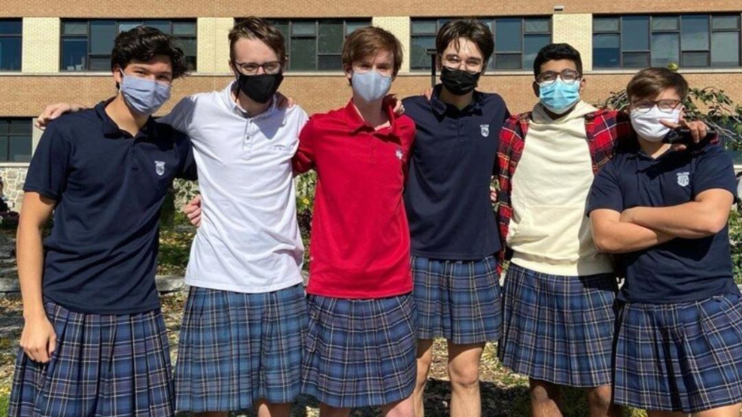 Estudiantes de una escuela en Canadá protestaron llevando faldas