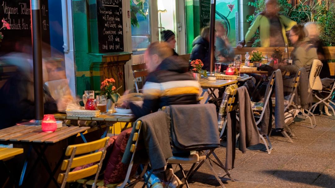 Londres prohibirá reunirse bajo techo a personas de diferentes hogares
