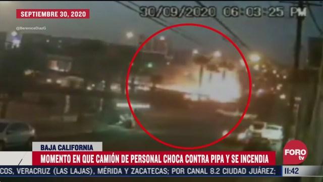 momento en que camion de personal choca contra pipa y se incendia