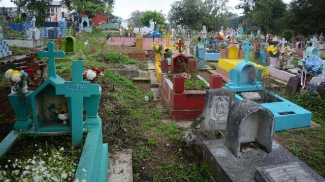 Xalapa cerrará panteones durante celebraciones de Día de Muertos