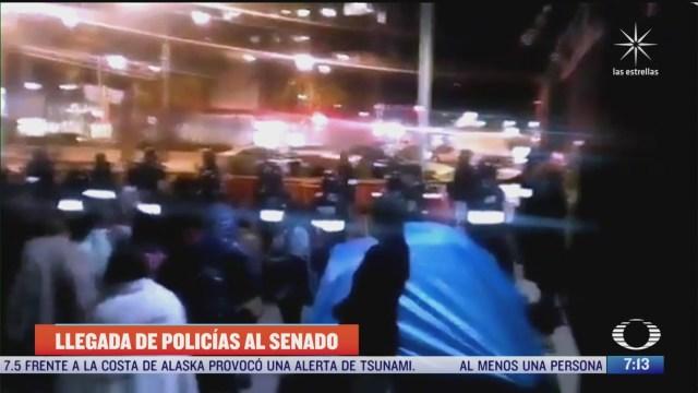 policias de la cdmx resguardan el senado ante la presencia de manifestantes