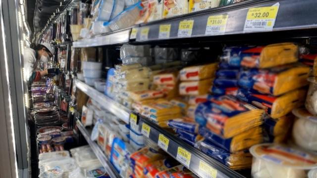 Regresan al mercado 12 quesos tras cumplir normas mexicanas ante Profeco.