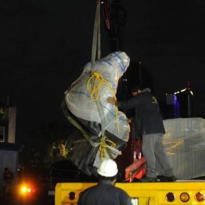 Retiran estatua de Colón en Paseo de la Reforma