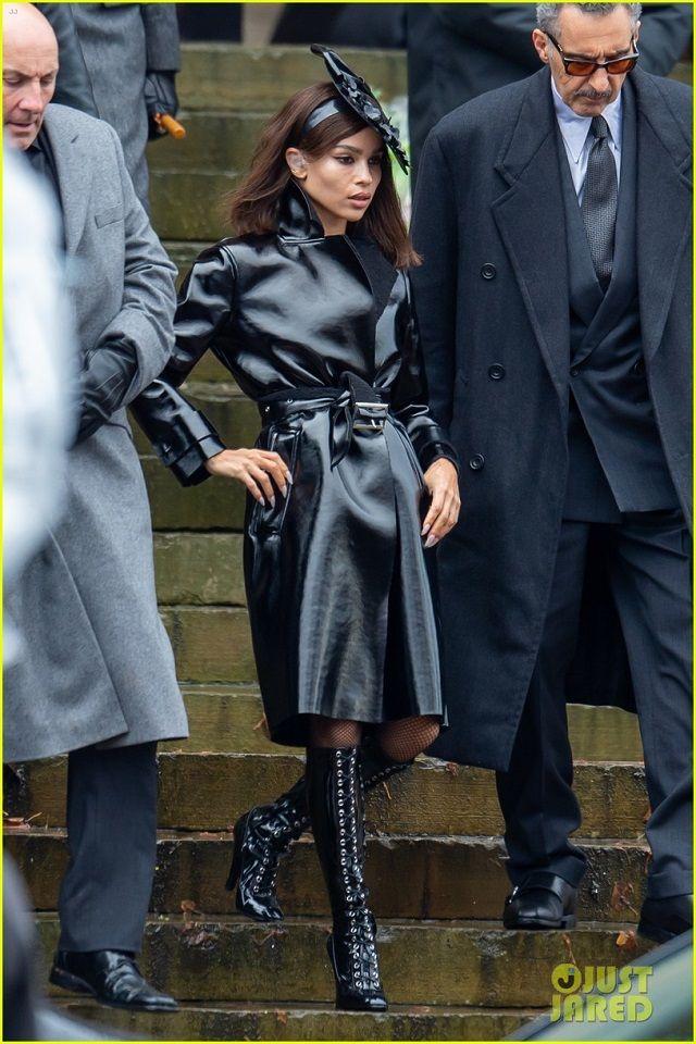 Se filtran nuevas imágenes del set de The Batman, entre las que vemos a Robert Pattinson, Zoë Kravitz y Colin Farrell