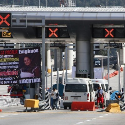 Manifestantes-toman-caseta-de-Alpuyeca-y-agreden-autobús