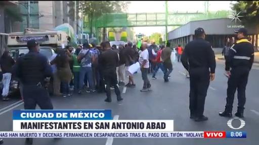 trabajadores bloquean avenida san antonio abad en cdmx
