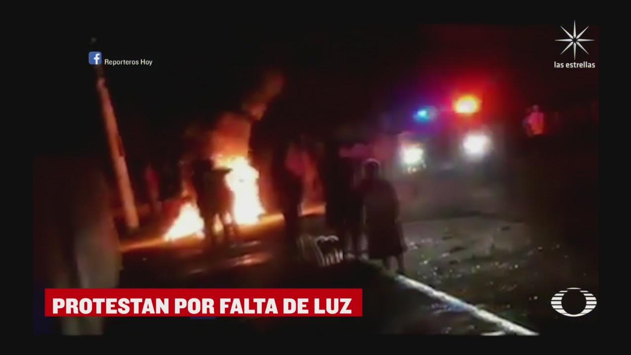 vecinos queman llantas por falta de luz en xcanatun merida