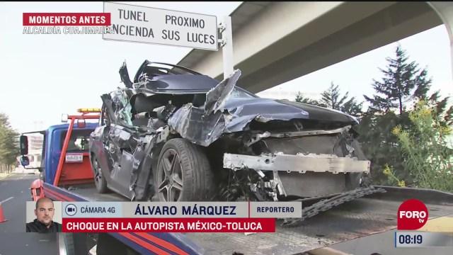 vehiculo de lujo queda casi deshecho tras chocar en la mexico toluca