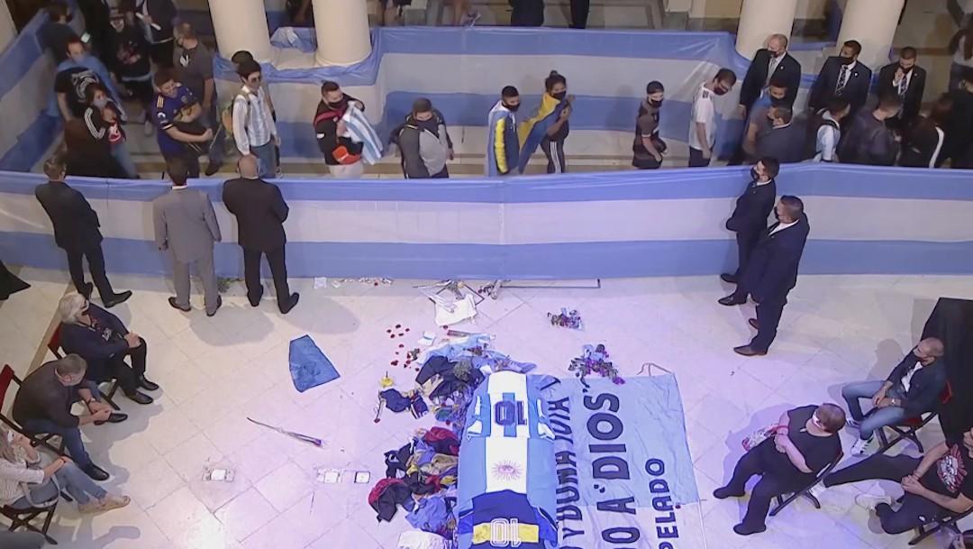 Abren velatorio público de Maradona en la Casa Rosada, Argentina le da el último adió