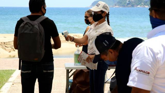 Acapulco inició este fin de semana trabajos de sanitización en la bahía de Santa Lucía