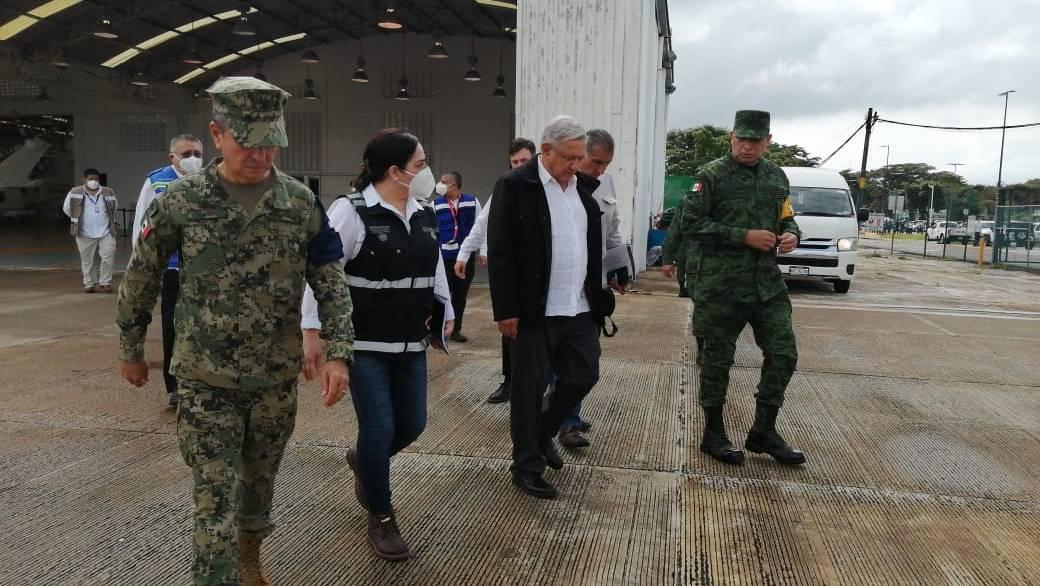 El presidente López Obrador llegó a Tabasco para atender la emergencia por las inundaciones recientes