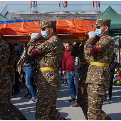 Armenia y Azerbaiyán firman acuerdo para poner fin a la guerra