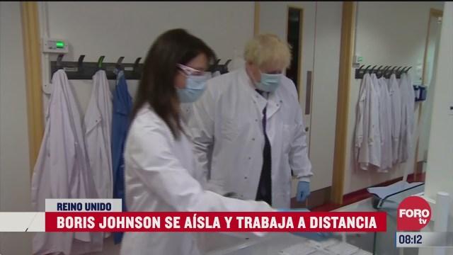 boris johnson permanece aislado por posible covid