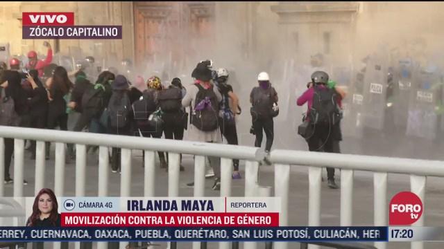 encapuchadas realizan destrozos a su llegada zocalo de la ciudad de mexico