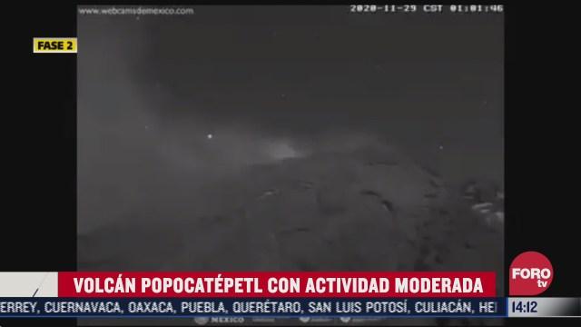 estrella fugaz pasa junto al popocatepetl