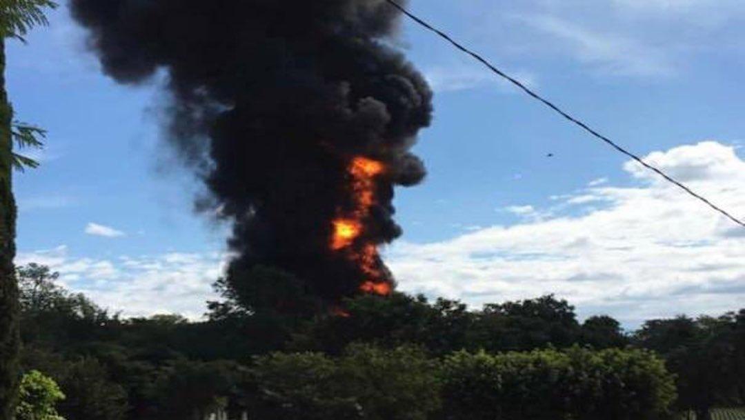 Explota pipa que transportaba combustible de manera ilegal en Chiapas