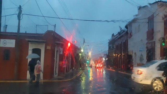 Frente frío 13 ocasiona lluvias y bajas temperaturas en Oaxaca