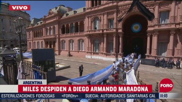 historico argentinos se vuelcan a las calles para despedir a maradona
