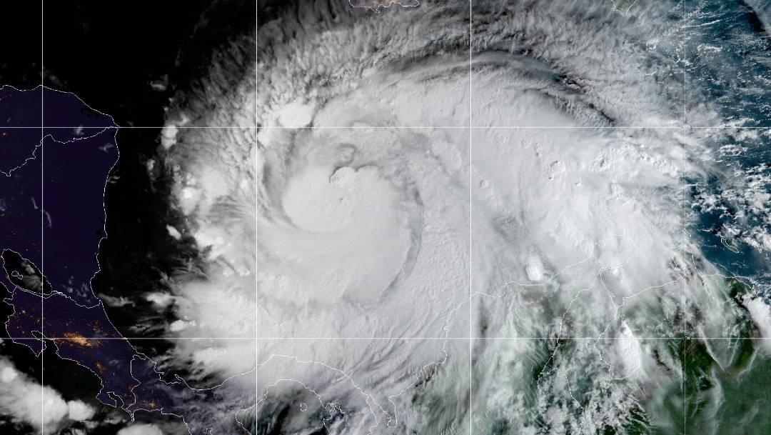 El Centro Nacional de Huracanes de Estados Unidos anticipa que Iota golpeará Centroamérica como huracán de categoría 4