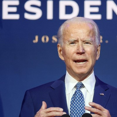 Joe Biden suplica a los estadounidenses que usen cubrebocas