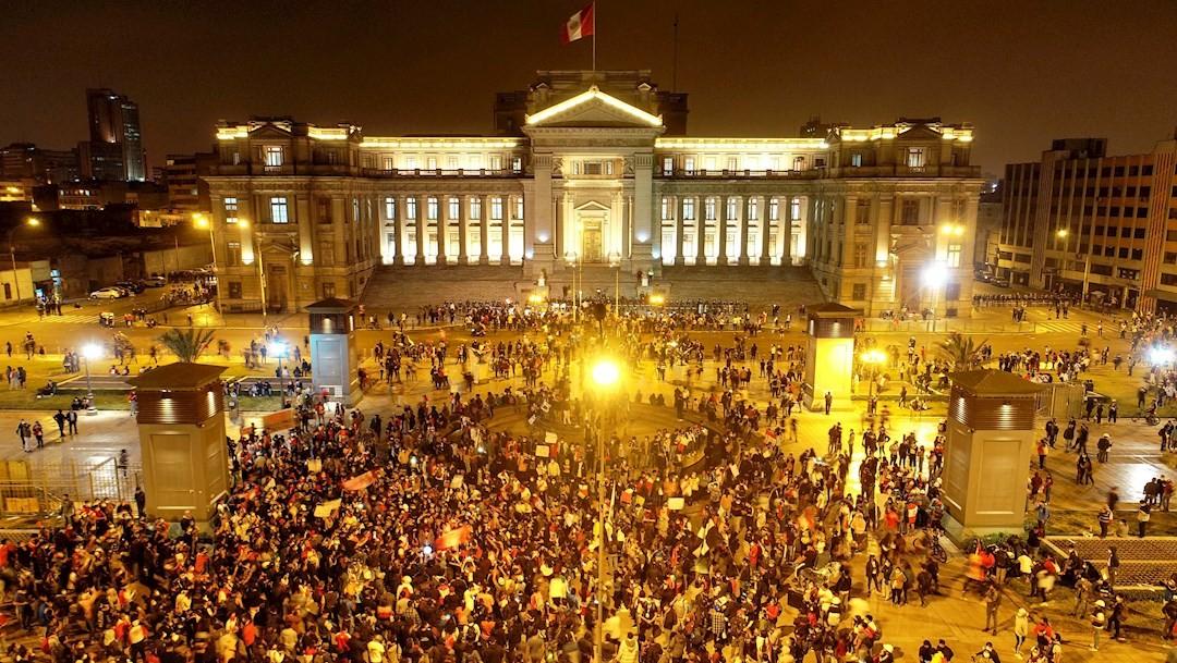 Muere un manifestante por represión policial en Perú