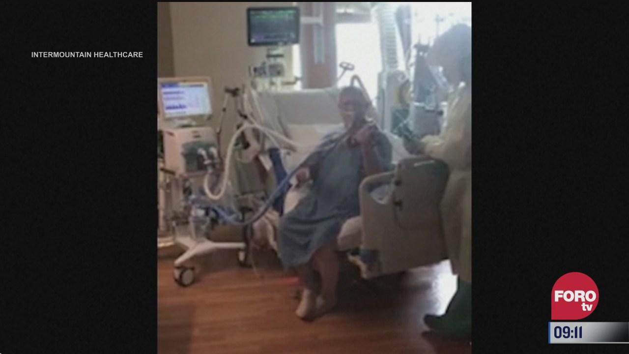 paciente con covid 19 toca el violin a personal medico