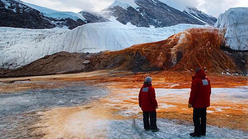 Los científicos tardaron más de un siglo en descubrir la respuesta al misterio de las Cataratas de Sangre de la Antártida