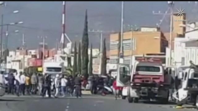 se enfrentan operadores de gruas taxistas y policias municipales en ecatepec