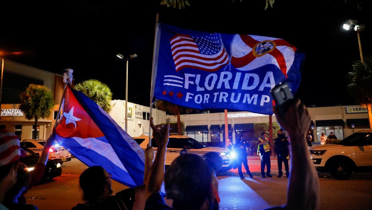Trump logra respaldo inesperado entre latinos pero pierde votantes de 2016
