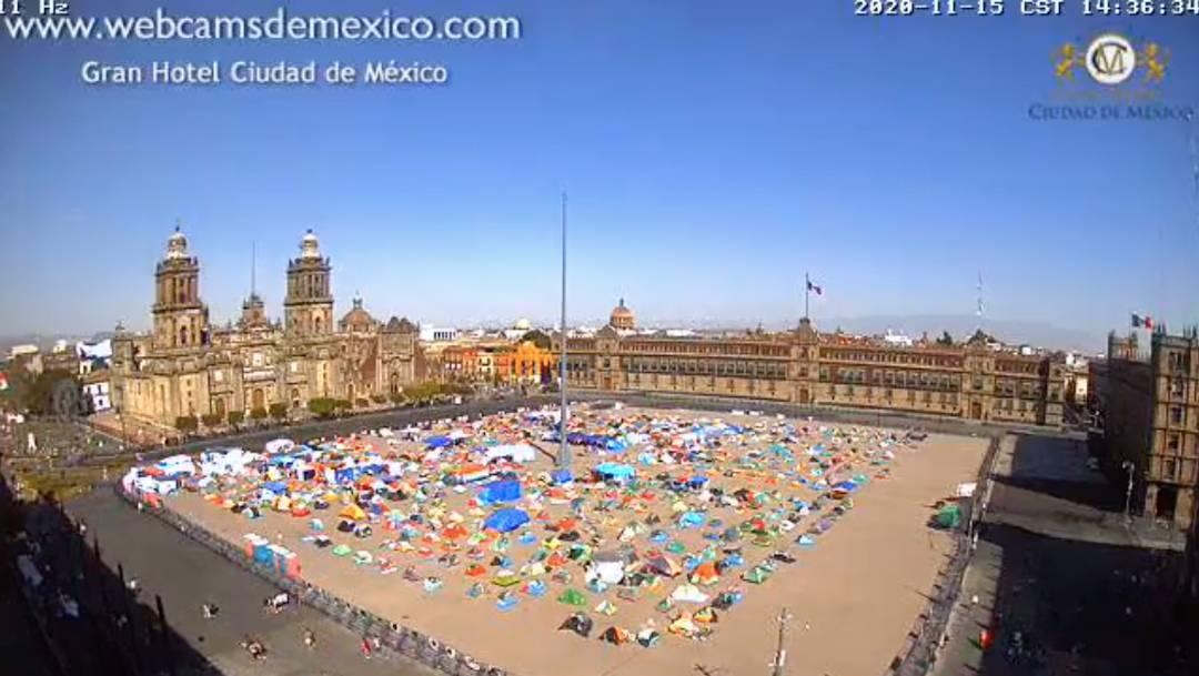El FRENA mantiene su campamento en el Zócalo pese a anunciar su retiro anoche