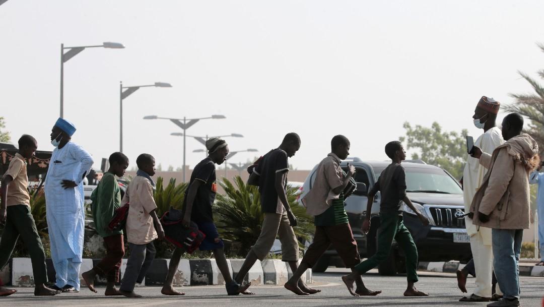 Cansados pero sonrientes, estudiantes nigerianos son rescatados y regresan a casa