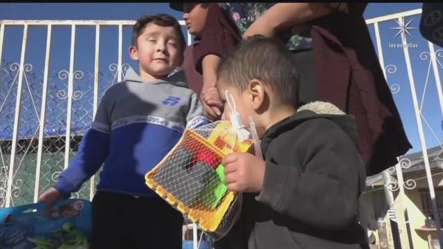 cruzan la frontera para regalar juguetes y ropa a ninos en ciudad juarez chihuahua