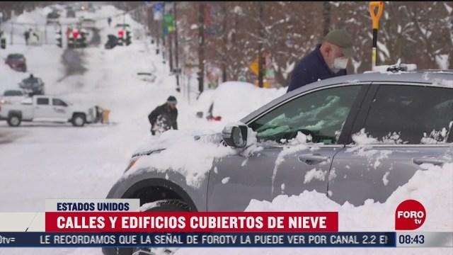 decenas de automoviles quedan sepultados bajo la nieve en nueva york eeuu
