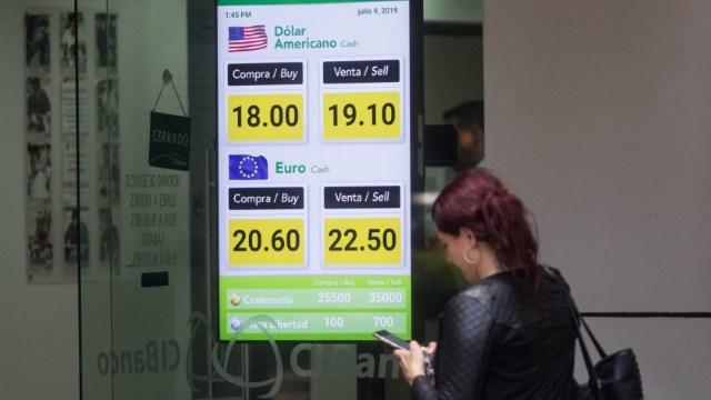 Dólar se cotiza en 19.90 pesos, su mejor nivel más bajo en dos años