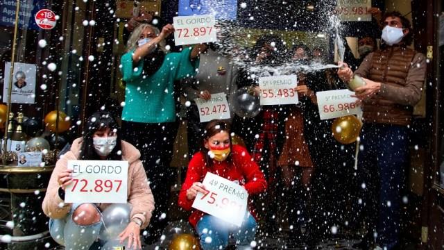 El número 72 mil 897, premiado con 'El Gordo' de la lotería de Navidad en España