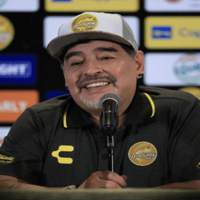 """Fiscales que investigan muerte de Maradona observan """"negligencia"""" y apuntan a sus médicos"""