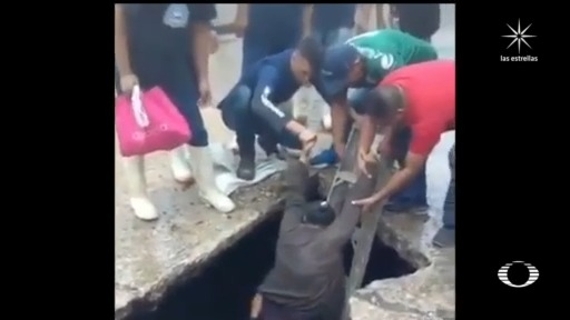 mujer cae a socavon en villahermosa