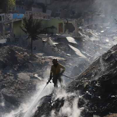 Tijuana consumida en fuertes incendios por vientos de Santa Ana