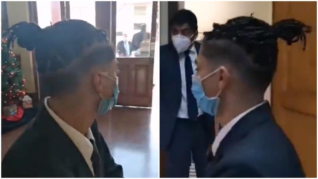 Escuela impide a alumno estar en su graduación por el corte de su cabello