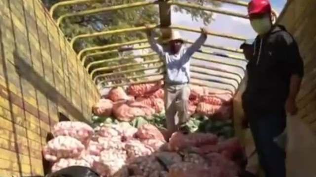 Acusan de huachicoleros a productores poblanos que repartían legumbres en Oaxaca