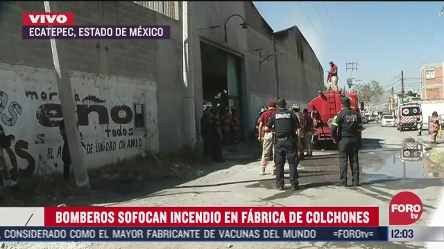 bomberos sofocan incendio en fabrica de colchones en edomex