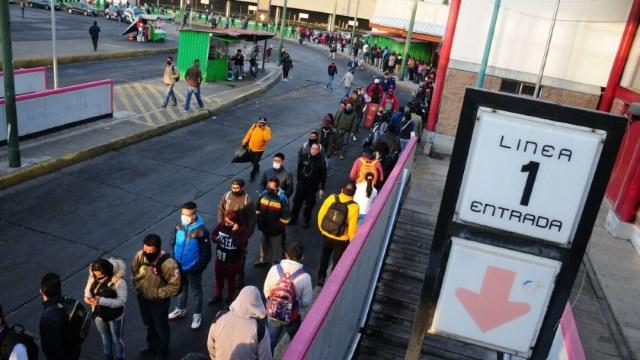 Caos, aglomeraciones y miles de capitalinos afectados por falla en Metro CDMX