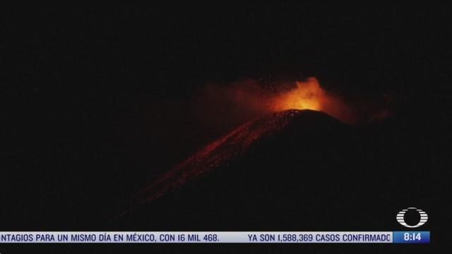 captan rafagas de lava ardiente del volcan etna