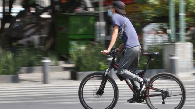 Ciclista denuncia que fue atropellado por taxista en Ciudad de México