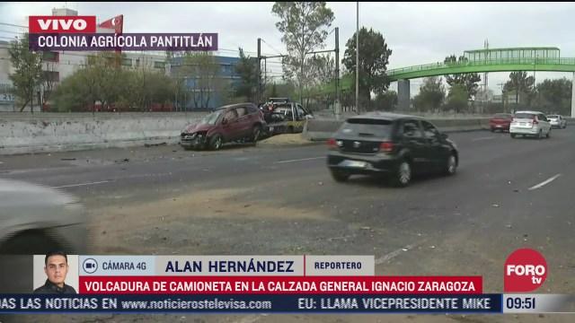 cinco lesionados por volcadura de camioneta en calzada zaragoza cdmx