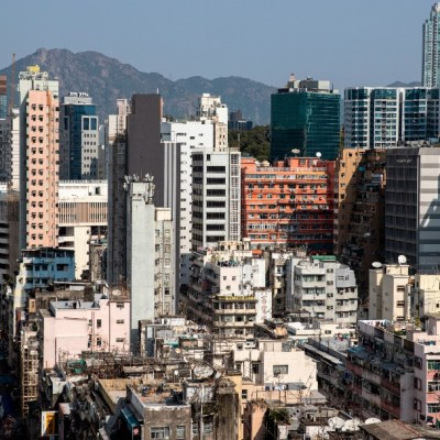 Confinados dos barrios de Hong Kong por primera vez desde que inicio la pandemia