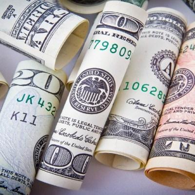 Dólar cierra a 19:67 pesos con reducida liquidez tras cierre de mercados financieros en EEUU