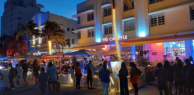 A pesar del aumento alarmante de contagios de COVID-19, en Florida se dieron fiestas masivas durante el fin de semana