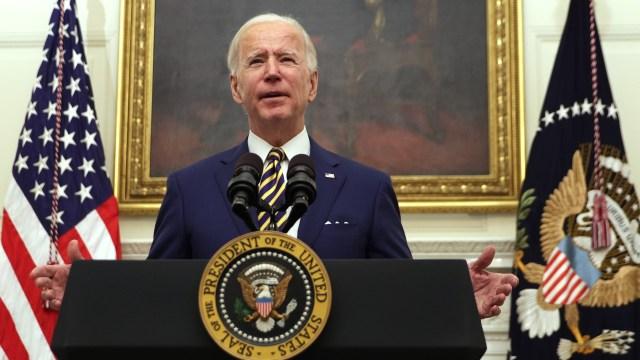 Vamos a revertir políticas de inmigración 'draconianas', dice Biden a AMLO